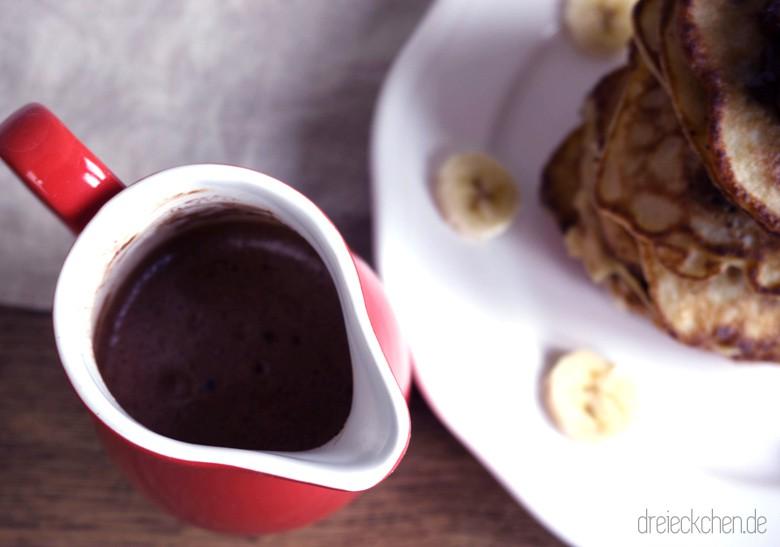 Topping für die Banana Pancakes - flüssige Schokolade