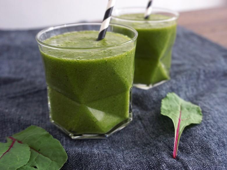 grüner-smoothie_mango_banane_pflücksalat_05