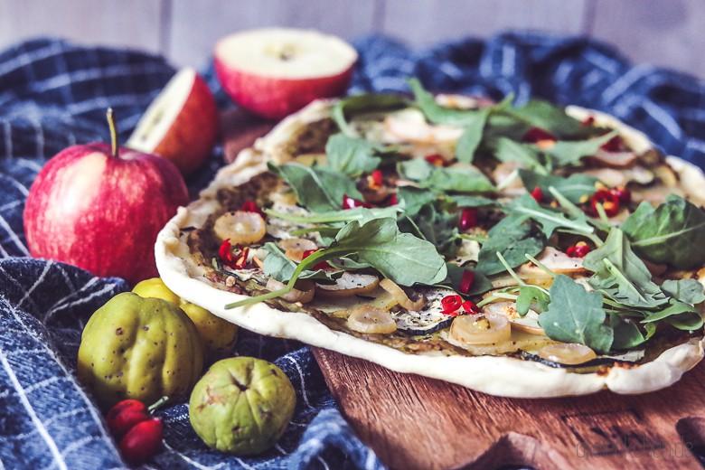 flammkuchen_glutenfrei_vegan_avocado_rucola_kartoffel_blogger_blog_dreieckchen-1