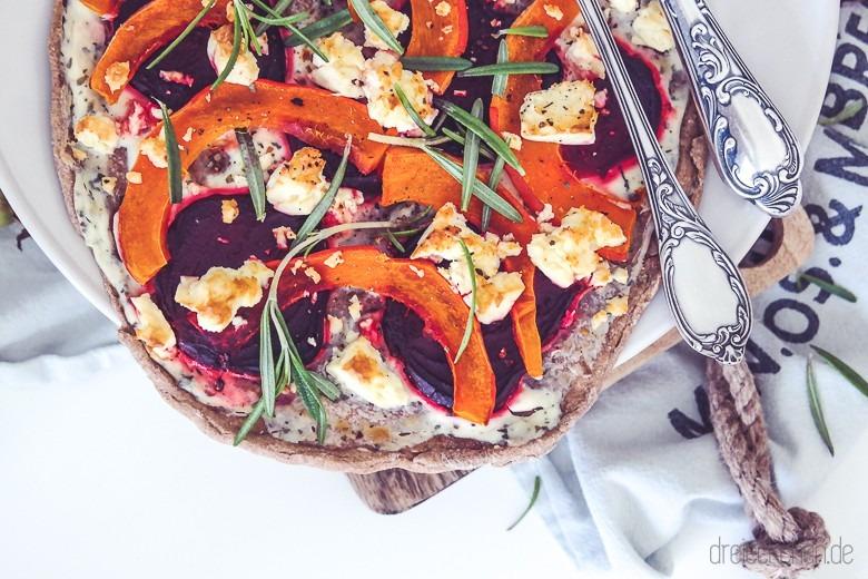 flammkuchen_vegetarisch_kuerbis_rotebete_feta_rosmarin_blogger_blog_dreieckchen-6