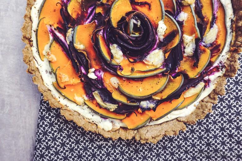 roggenvollkorn-kürbis-tarte-ziegenkäse-violette-karotten (22 von 30)