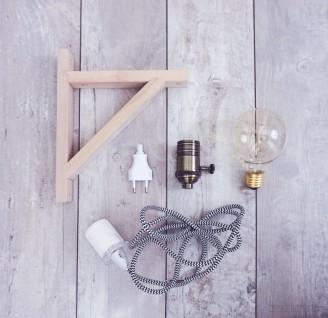 diy lampe mit holzrahmen textilkabel und gl hbirne sch nes licht im vintage stil. Black Bedroom Furniture Sets. Home Design Ideas