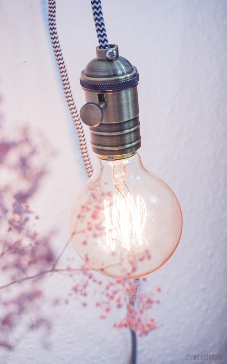 DIY | Lampe mit Holzrahmen, Textilkabel und Glühbirne - schönes Licht im Vintage-Stil