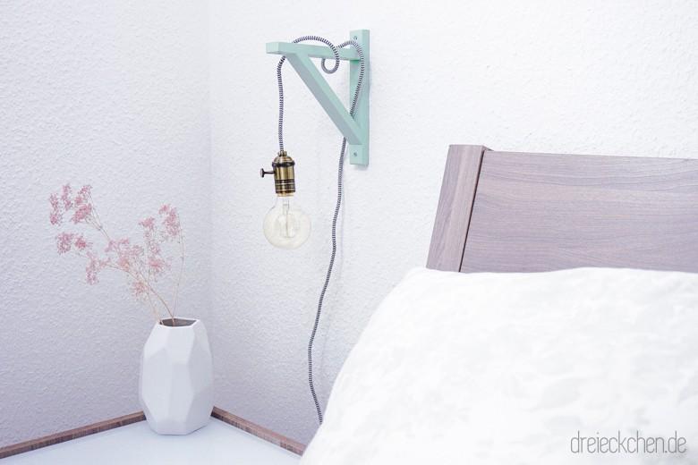 Textilkabel Holz Nachtischlampe selbermachen. Lampenidee für zuhause mit Vintage Glühbirne in mint