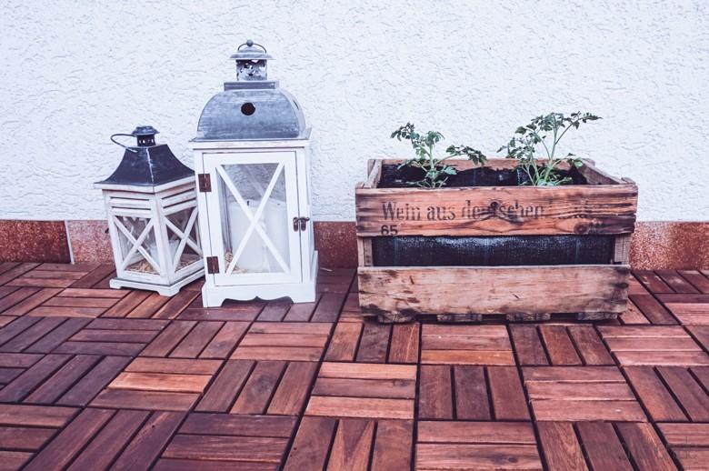 diy outdoor balkon garten mit weinkisten balkonliebe. Black Bedroom Furniture Sets. Home Design Ideas