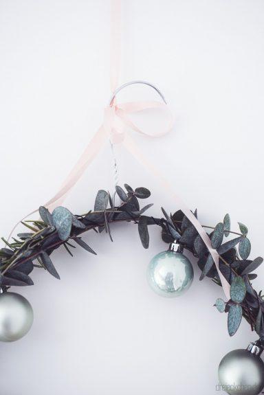 Diy Weihnachtlicher T Rkranz Aus Eukalyptus Und Rosmarin