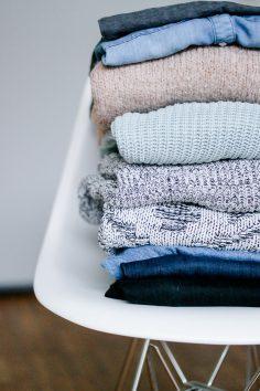 die basics f r einen minimalistischen kleiderschrank mit otto werbung dreieckchen. Black Bedroom Furniture Sets. Home Design Ideas