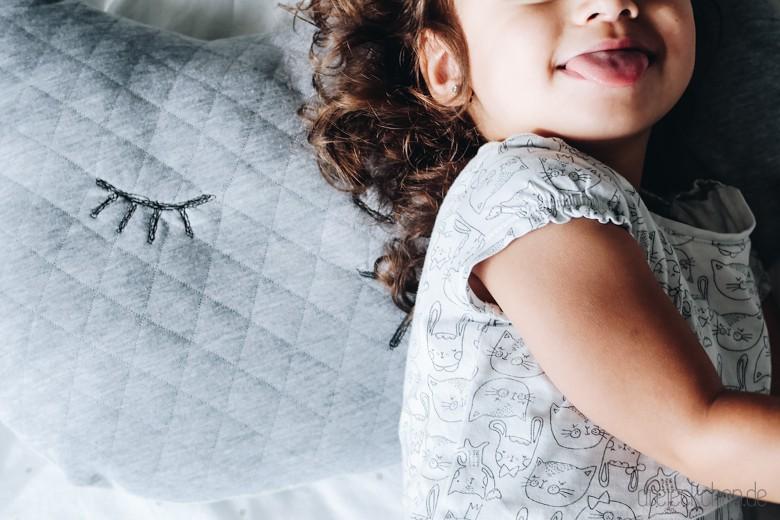n hen f r kinder s es katzenkissen diy dreieckchen. Black Bedroom Furniture Sets. Home Design Ideas