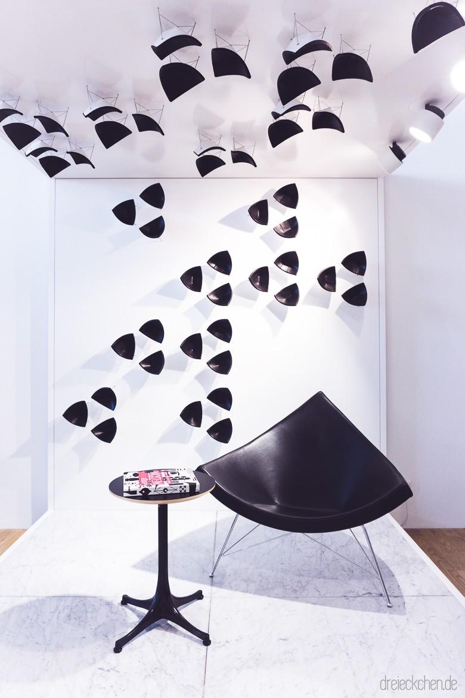 schwarzer Coconut Chair