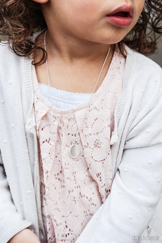 Kette für Kinder mit Buchstabe als Gravur