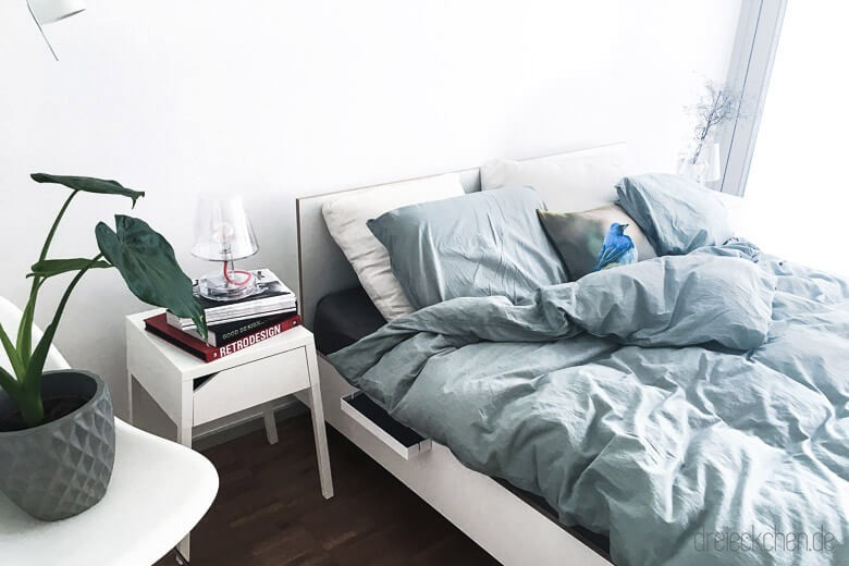 Schlichtes Bett in weiß von Müller Möbelwerkstätten