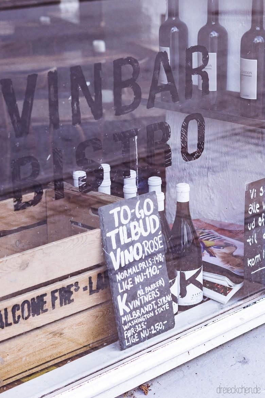 Schaufenster eines Weingeschäfts im Kopenhagener Viertel Norrebro