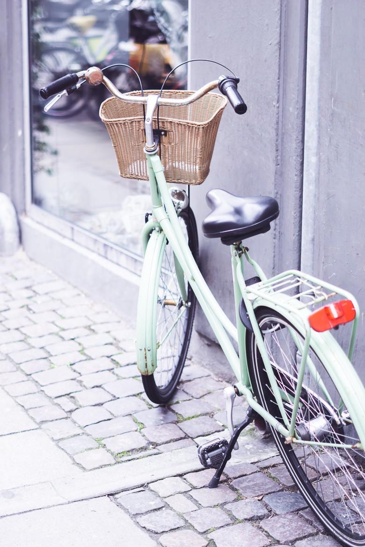 Retro Fahrrad in mint mit Korb