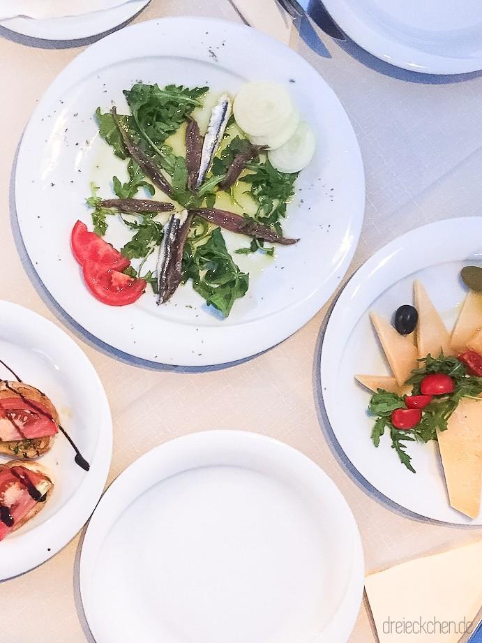 kroatien urlaub tipps hvar vrboska traditionelles essen 117 dreieckchen lifestyle blog. Black Bedroom Furniture Sets. Home Design Ideas