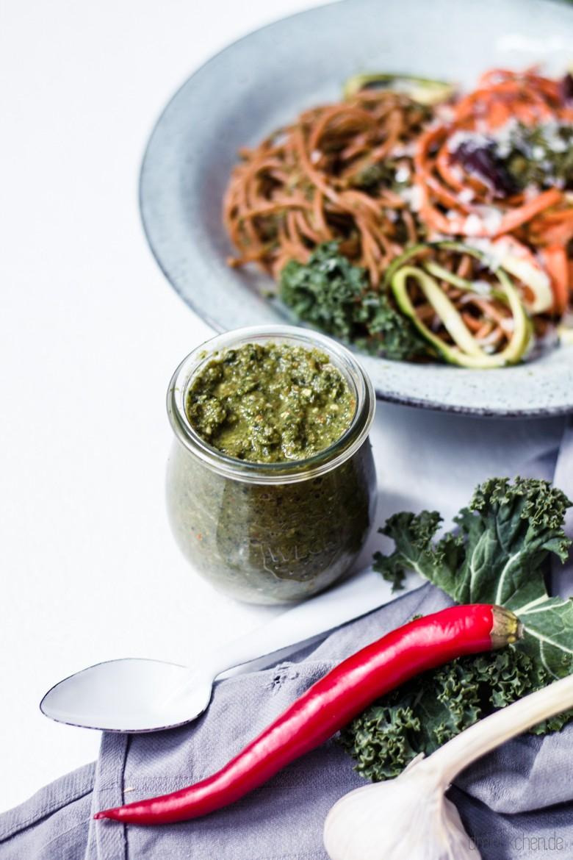 rezept f r gesundes gr nkohl pesto mit wenig l zu spaghetti dreieckchen lifestyle blog. Black Bedroom Furniture Sets. Home Design Ideas